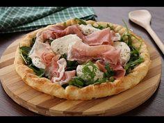 Sfogliata con speck e mozzarella Pizza Recipes, Appetizer Recipes, New Recipes, Healthy Recipes, Mozzarella, Focaccia Pizza, Lunches And Dinners, Meals, Quiches
