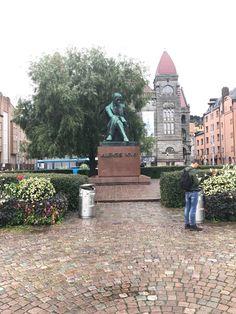 Estátua de Aleksis Kivi Helsinki, Statue Of Liberty, Central Station, Statue Of, City, Travel, Tourist Spots, Train, Screenwriting