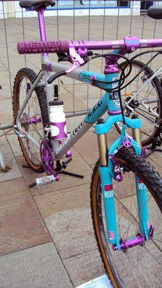 ☮ in middle. Retro Bicycle, Bicycle Race, Mtb Bike, Cycling Bikes, Classic Road Bike, Classic Bikes, Yeti Mtb, Mtb Frames, Montain Bike