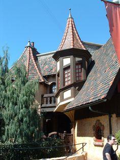 lopsided-architecture-fantasyland-disneyland