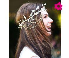 Corona de flores para novias con detalles brillantes
