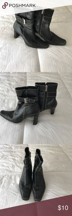 Anne Klein ankle length Black Boots size 6.5 Stylish white stitching sets these Anne Klein boots apart. Leather is in great condition as so for the soles. Some wear on the wood heels. Go great with skinny jeans , ANY jeans. 😊 #boots,#6.5,#ankleboots, Anne Klein Shoes Ankle Boots & Booties