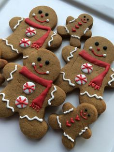 Traditional Christmas Gingerbread Men decorated cookies with a peppermint twist! Gingerbread Man Decorations, Christmas Gingerbread Men, Gingerbread Man Cookies, Christmas Sugar Cookies, Holiday Cookies, Decorating Gingerbread Cookies, Gingerbread Houses, Christmas Cookies Cutouts, Christmas Cooking