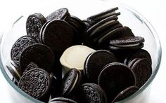 Easter Egg Oreo Truffles - Gimme Some Oven Candy Recipes, Dessert Recipes, Food Network Recipes, Food Processor Recipes, Greek Sweets, Gimme Some Oven, Almond Bark, Oreo Truffles, Thing 1