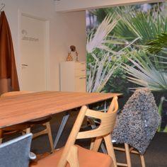 """Oasen med ægte palme, print palme, koskind fra Brasilien, Elegance, Savanne og Viking læder, Sørensen Læder som dufter og dekorerer, Lignia bord, randers+radius. Jysk Indretning """"rum for mennesker"""""""