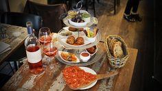 L'Auberge Flora - boulevard Richard Lenoir 75011 Paris Appetizer Recipes, Appetizers, Petites Tables, Restaurant Paris, Tapas, Girl Guides, Tablescapes, Menu, French