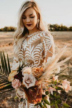 Incredible pastel pink + neutral palette bridal bouquet for this bohemian bride Bridal Bouquet Fall, Fall Wedding Bouquets, Bride Bouquets, Flower Bouquet Wedding, Floral Wedding, Bohemian Wedding Inspiration, Bohemian Bride, Sparkle Wedding, Color Rosa