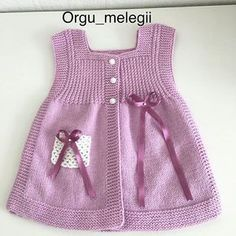 That blessed Friday night, God would have told everyone who would have had the morning … - Babykleidung Knit Baby Dress, Knitted Baby Cardigan, Sweater Knitting Patterns, Baby Knitting, Beanie Diy, Baby Sweaters, Baby Girl Dresses, Crochet For Kids, Baby Patterns