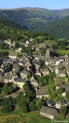 Village de Salers dans le Cantal, France.