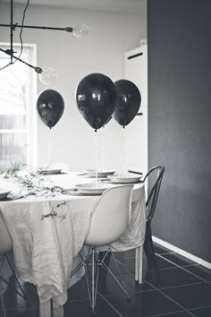New Year s Eve table setting in black and white Bord Dekorationer e837983d9b31e