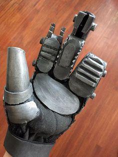 Imperator Furiosa Bionic Hand Robotic Foam Glove by MerchantHeroes Leather Corset Belt, Leather Chain, Cosplay Diy, Halloween Cosplay, Cosplay Ideas, Robot Costumes, Cosplay Costumes, Mad Max Costume, Imperator Furiosa