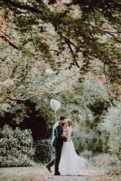 Eines meiner liebsten Bilder aus diesem Jahr. #brautpaar #braut #bräutigam #hochzeit #aquarius #hochzeit2018 #wedding #marriage #hochzeitsfotografessen #evamertzen #essen #ruhrgebiet #ruhrpott #heiratenimpott #standesamt #paarshooting #brautstrauss #hochzeitsfotograf #brautpaarshooting #brideandgroom #hochzeitsfotografin #instabride #instawedding #love #mülheim