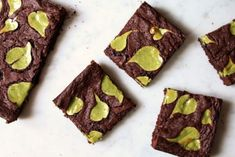 Decadent chocolate brownies topped with little matcha cheesecake hearts. The best gifts are baked from the heart! Brownie Toppings, Brownie Desserts, Brownie Recipes, Delicious Cake Recipes, Yummy Cakes, Yummy Food, Decadent Chocolate, Chocolate Brownies, Tea Recipes