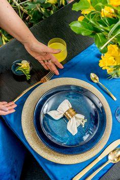 Cu Nobila Casa, servirea mesei va fi un răsfăț total! Descoperă farfurii, platouri și tacâmuri care îți vor oferi o experiență culinară pe măsură! That Look, Amazing, Blue