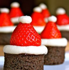 17 Ideas For Party Snacks Christmas Strawberry Santas Christmas Party Snacks, Christmas Deserts, Christmas Chocolate, Christmas Cupcakes, Holiday Treats, Holiday Recipes, Christmas Hat, Victorian Christmas, Family Christmas