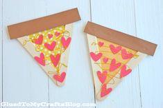 Festeggia l'amore per la pizza con 12 artigianato per pizza fai-da-te #amore #argilla #clay #coasters #costume #crafts #crochet #cuscino #diy #enamel #faidate #festa #float #galleggiante #host #love #mestieri #ospite #party #perni #pillow #pins #piscina #pizza #pool #smalto #sottobicchieri #uncinetto Popsicle Sticks, New Years Eve Party, Popsicles, Costume, School, Pallets, Ice Cream Sticks, Ice Cream Pops, Ice Candy
