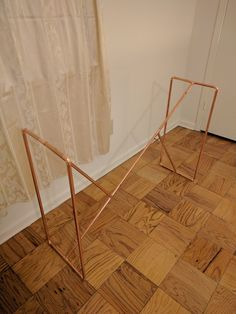 For the Home Copper Pipe & Wood Console Table – Madelaku Acne: There are a lot of treatments to figh Copper Wood, Copper Decor, Pipe Desk, Pipe Table, Diy Standing Desk, Ideias Diy, Winter House, Home Decor Inspiration, Design Inspiration