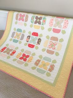 New pattern: Flower Tile, a charm pack quilt