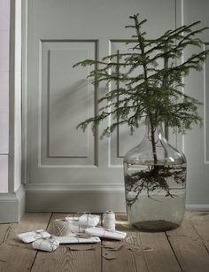 The Design Chaser: A Natural Christmas Natural Christmas, Nordic Christmas, Noel Christmas, Rustic Christmas, Simple Christmas, Winter Christmas, Christmas Crafts, Navidad Simple, Navidad Diy