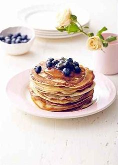 Banánové lívance s medem a ovocem Sweet Life, Delicious Desserts, Pancakes, Easy Meals, Cooking, Food, Breakfast Ideas, Simple, Recipes