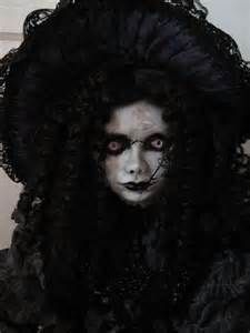I like my dolls to be creepy. Creepy Doll Halloween Costume, Scary Dolls, Creepy Clown, Doll Costume, Gothic Artwork, Dark Images, Bing Images, Clown Faces, Haunted Dolls
