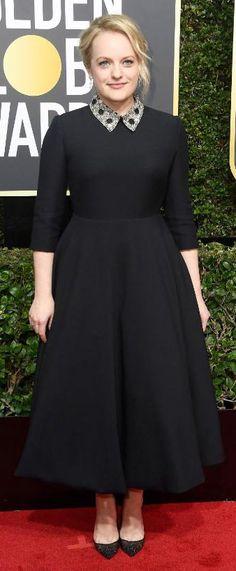 cbfc56d5098e Elisabeth Moss aux Golden Globes 2018 en portant une robe noire soirée à  manche col montant
