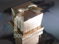 Caja para 1 cupcake Modelo BCTC Materiales : Cartulina, cinta Aplique : Cinta
