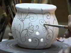Decorazione di un portaglio in ceramica - YouTube Ceramic Clay, Ceramic Painting, Ceramic Pottery, Pottery Art, Pottery Painting Designs, Pottery Designs, Ceramic Techniques, Pottery Techniques, Bottle Painting