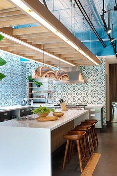veredas.arq.br --- Cozinha: um lugar tão especial merece atenção especial na escolha dos materiais. Listamos 10 inspirações para revestimento de cozinhas, confira! #cozinha #revestimento #homedecor #decor #kitchen