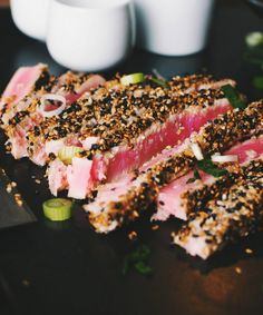 Tuna steaks with sesame crust - Le Coup de Grâce Fish Dishes, Seafood Dishes, Ceviche, Steak Toppings, Sesame Crusted Tuna, Sesame Recipes, Steak Menu, Tuna Steak Recipes, Tuna Tataki