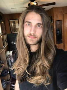 Men with really long hair Beautiful Men Faces, Gorgeous Men, Dudes With Long Hair, Really Long Hair, Man Bun, Virgin Hair, Hair Goals, Hair Inspiration, Sexy Men