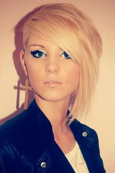 I soooo want my hair shaved on the side now. And back blonde