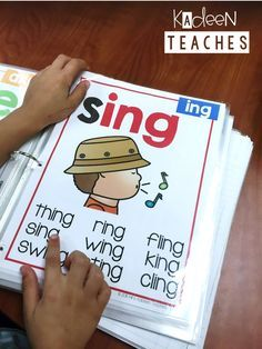 Small group ideas to teach phonics. Small group ideas to Phonics Reading, Teaching Phonics, Kindergarten Literacy, Literacy Activities, Teaching Reading, Teaching Kids, Kids Learning, Guided Reading, Phonics Games