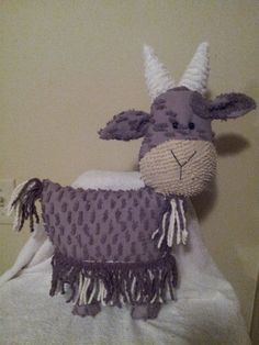 goat pillow made from vintage chenille bedspread Chenille Blanket, Chenille Bedspread, Sewing Crafts, Sewing Projects, Goat Art, Chenille Crafts, Sock Monkeys, Linen Sheets, Alpacas