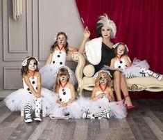 Halloween Tutu Dress, Family Themed Halloween Costumes, Disney Family Costumes, Little Girl Halloween Costumes, Twin Halloween, Halloween Outfits, Dalmatian Halloween, Twin Costumes, Diy Dalmatian Costume