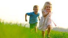 Resultado de imagen para niña feliz corriendo