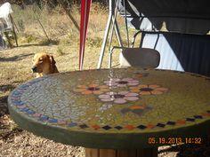 Mi mesa de mosaico realizada en un carrete de madera.
