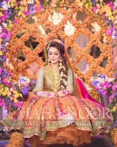 Image may contain: one or more people Asian Bridal Dresses, Bridal Mehndi Dresses, Indian Bridal Outfits, Pakistani Wedding Outfits, Pakistani Bridal Hairstyles, Pakistani Bridal Makeup, Bridal Lehenga, Bridal Poses, Bridal Photoshoot