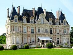 Chateau in the beautiful Loire-Valley, between Angers and Nantes. Holiday Rental in Le Bourg-dIre from @HomeAway UK #holiday #rental #travel #homeaway