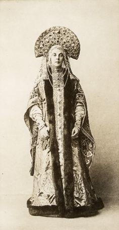Portret of Countess M. E. Orlova Davydova by Elena Mrozovska, 1903
