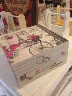Risultati immagini per decoupage box ideas Decoupage Vintage, Napkin Decoupage, Decoupage Art, Cigar Box Crafts, Altered Cigar Boxes, Shabby Chic Stil, Etiquette Vintage, Decoupage Furniture, Painted Boxes
