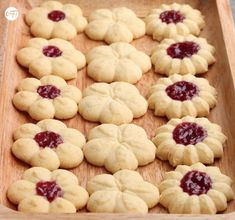 It& my batch ! Shortbread Biscuits, Tea Biscuits, Biscuit Cookies, Pastry Recipes, Cookie Recipes, Jelly Cookies, Cookie Press, Low Carb Desserts, Holiday Cookies