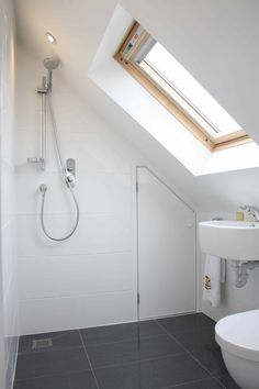 Looking for loft conversion bathroom ideas? Simply Loft are leading loft conversion specialists and we present to you many loft bathroom design ideas including design & ensuite Attic Shower, Small Attic Bathroom, Upstairs Bathrooms, Bathroom Design Small, Small Bathrooms, Shower Rooms, Attic Apartment, Attic Rooms, Attic Spaces