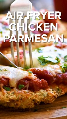 Air Fryer Chicken Parmesan is a quick and healthy dinner recipe for busy weeknights The entire family will love this crispy breaded chicken breast covered in spaghetti sauce and melted Mozzarella cheese chickenparmesan recipe Air Fryer Oven Recipes, Air Frier Recipes, Air Fryer Dinner Recipes, Healthy Dinner Recipes, Cooking Recipes, Keto Recipes, Dessert Recipes, Easy Recipes, Air Fryer Chicken Recipes