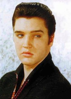 Elvis Presley Photos of Elvis Y Priscilla, King Elvis Presley, Elvis Presley Photos, Lionel Ferro, Rock And Roll, Young Elvis, Jailhouse Rock, Two Movies, Chuck Berry