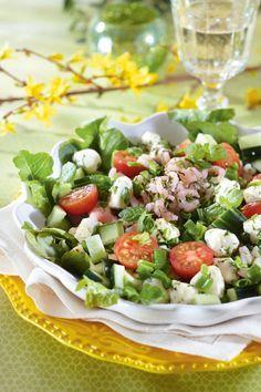 Mozzarella-katkarapusalaatti | K-ruoka Caribbean Party, Cooking Recipes, Healthy Recipes, Eat To Live, Happy Foods, People Eating, Mozzarella, Cobb Salad, Salad Recipes