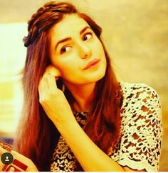 The pretty momina mustehsan Pakistani Models, Pakistani Actress, Momina Mustehsan Engagement, Girl Trends, Beautiful Girl Photo, Famous Singers, Hairstyles For School, Celebs, Celebrities