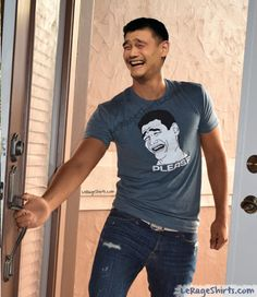 YAO MING EMBRACES HIS OWN MEME!