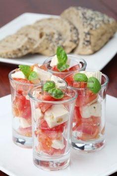tomaat mozarella in amuseglaasje - Google zoeken