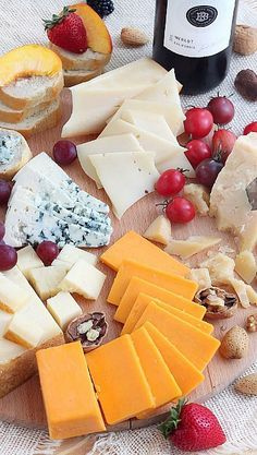 tips on how to host a memorable wine and cheese party....